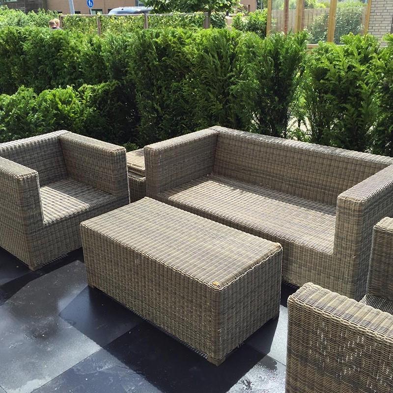 Complete tuin voorzien van tuinmeubulair - 1 van 19