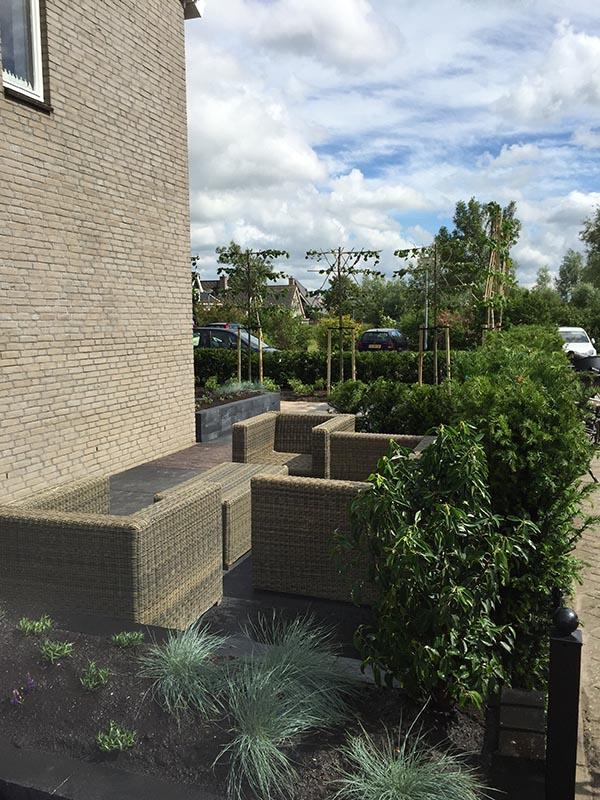 Complete tuin voorzien van tuinmeubulair - 11 van 19