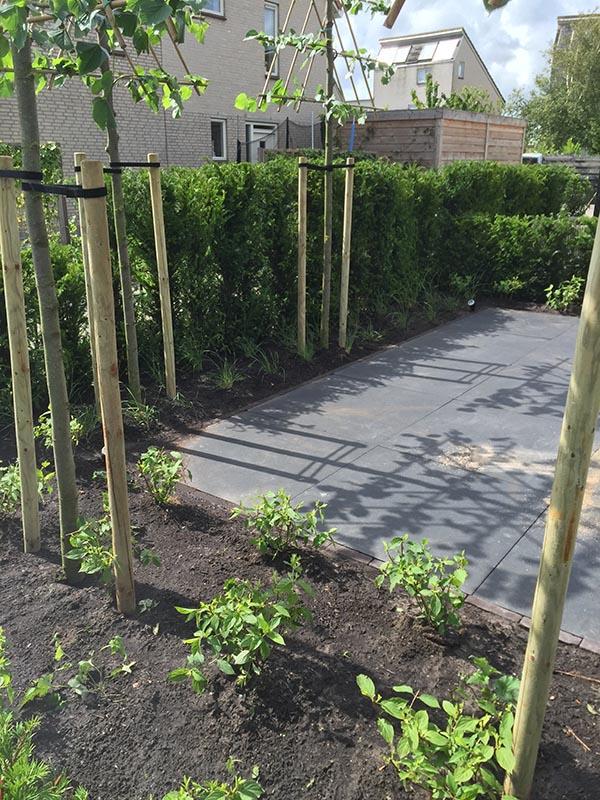 Complete tuin voorzien van tuinmeubulair - 15 van 19