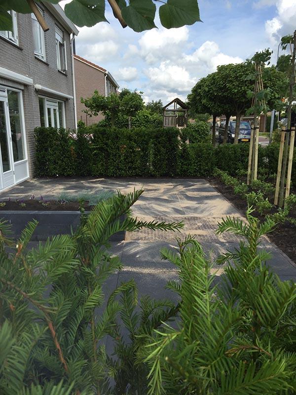 Complete tuin voorzien van tuinmeubulair - 16 van 19