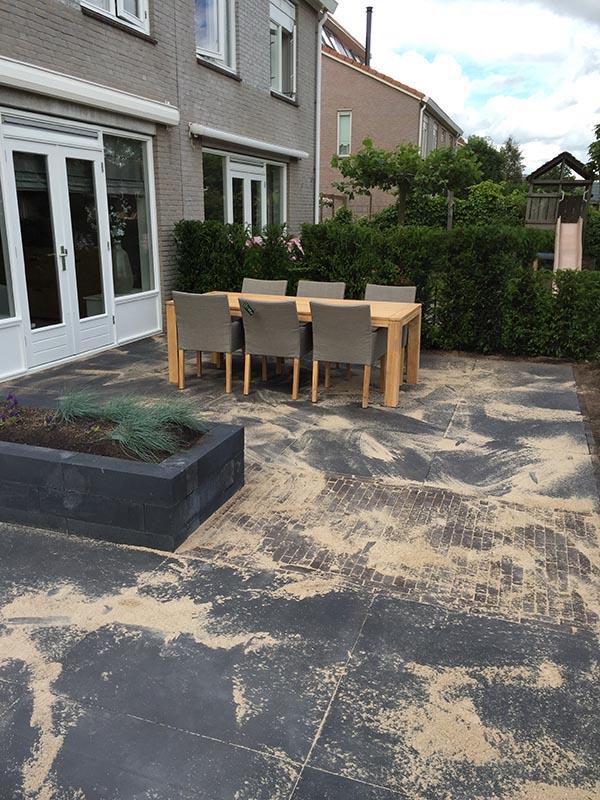 Complete tuin voorzien van tuinmeubulair - 19 van 19