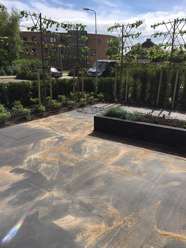 Complete tuin voorzien van tuinmeubulair - 9 van 19