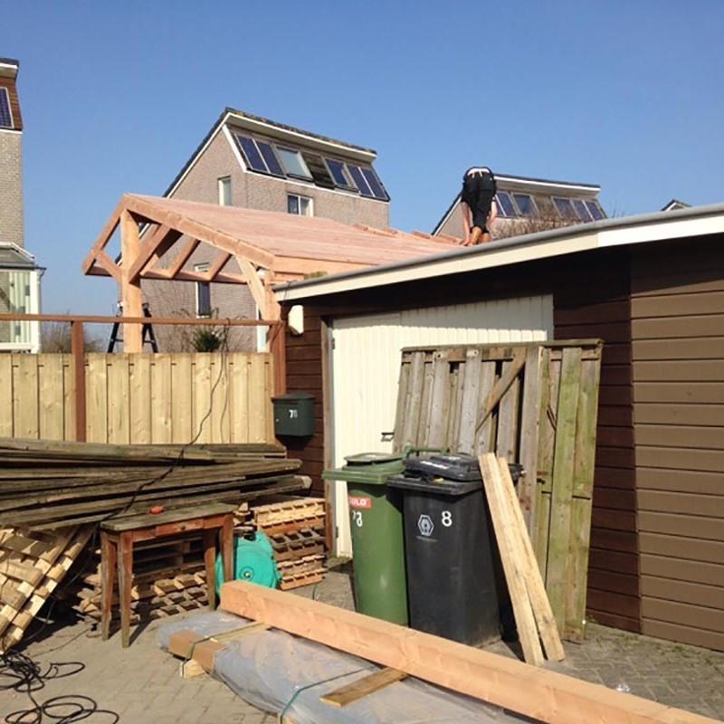 Douglas kapschuur met dakpanplaten - 4 van 10