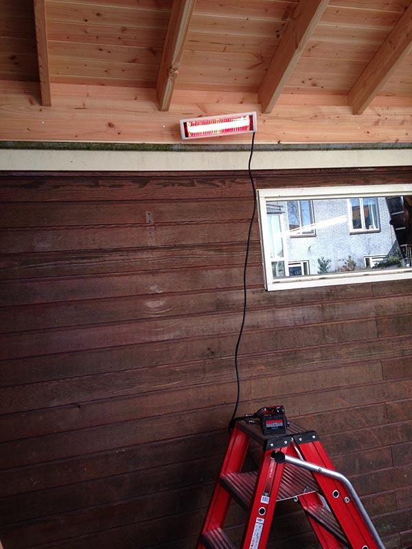 Douglas kapschuur met dakpanplaten - 8 van 10