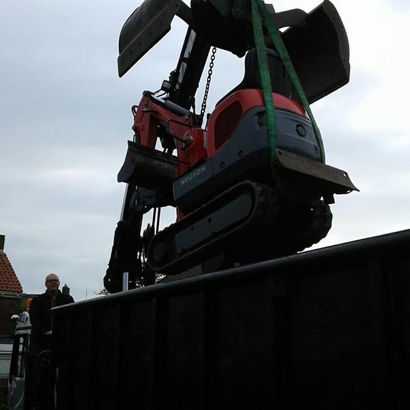 Groot achterstallig onderhoud met minigraver en vrachtauto - 7 van 10