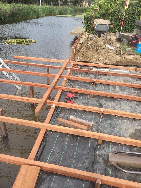 Hardhouten damwand met een overhangend terras van Keramische tegels - 11 van 20