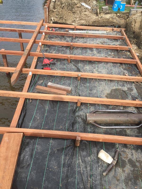 Hardhouten damwand met een overhangend terras van Keramische tegels - 12 van 20