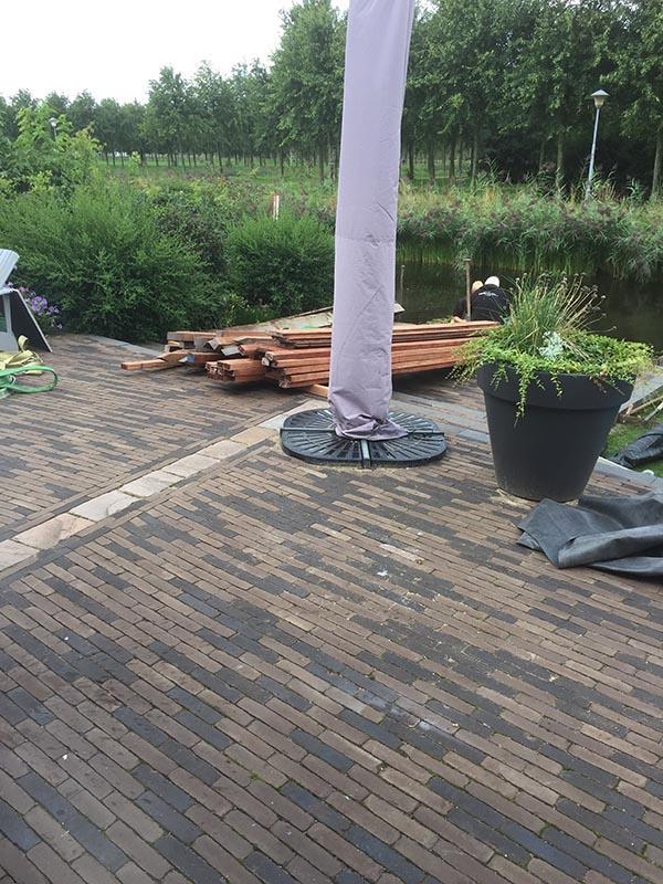 Hardhouten damwand met een overhangend terras van Keramische tegels - 6 van 20