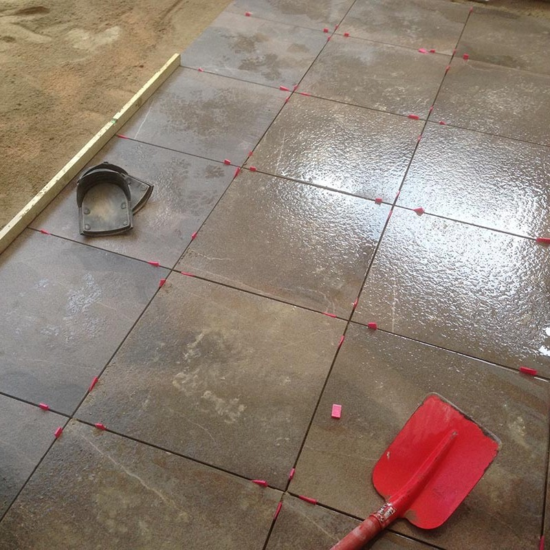 Keramische tegels in patio - 1 van 7