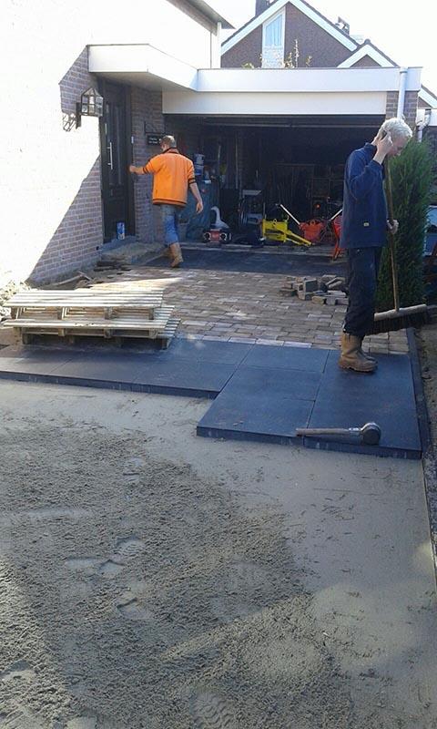 Renovatie oprit en achtertuin met deel van aanwezige materialen - 5 van 15