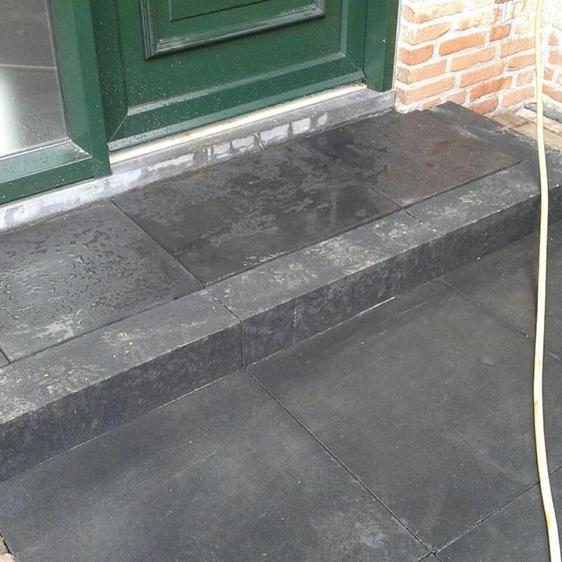 Renovatie oprit en achtertuin met deel van aanwezige materialen - 6 van 15